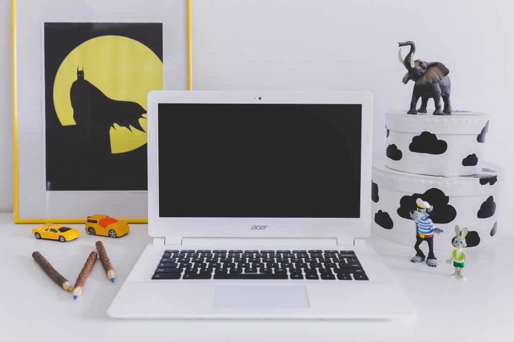 kaboompics.com_White Acer Chromebook on kid's desk.jpg